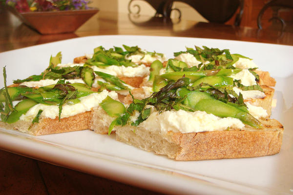 Crostini with Sheep's Milk Ricotta, Asparagus and Mint