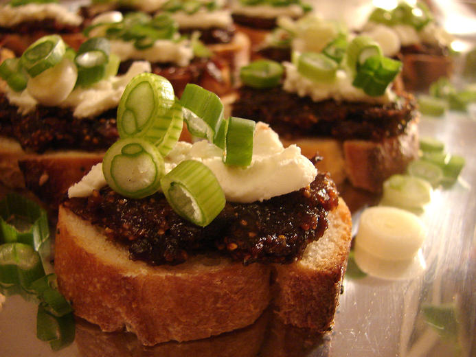 Crostini with Dried Fig Paste and Goat Cheese