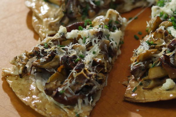 Lavash Pizza with Mushrooms and Cheese